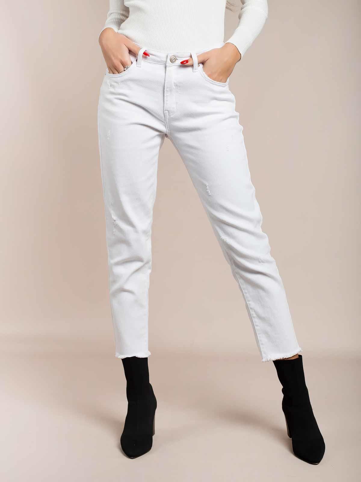 Jeans slim brancos curtos desfiados