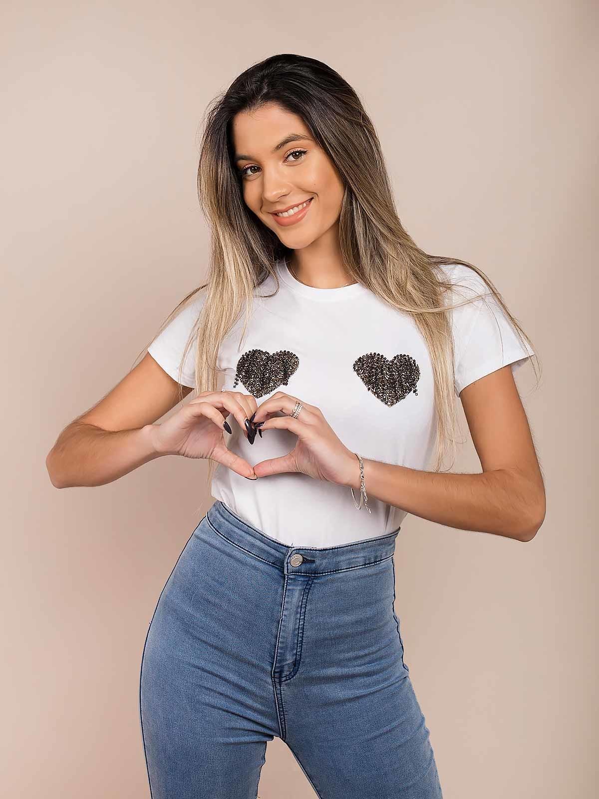 T-shirt corações com brilhantes