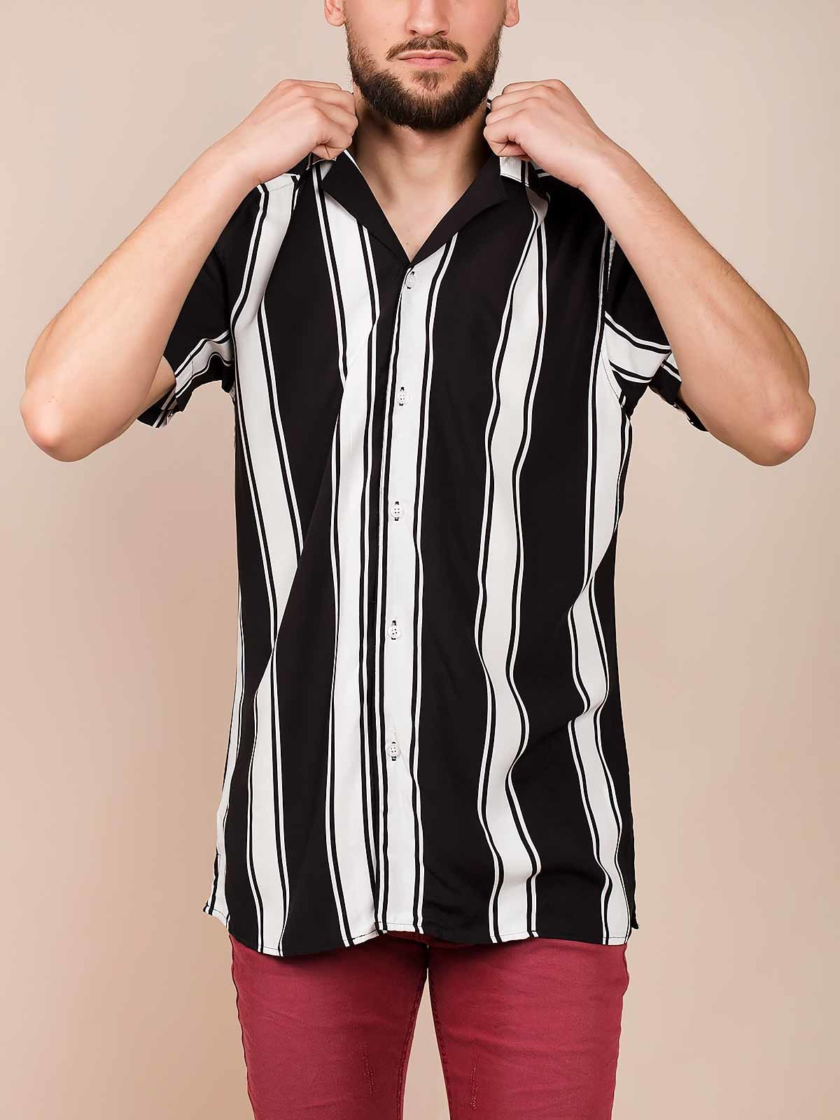 Camisa riscas preto e branco
