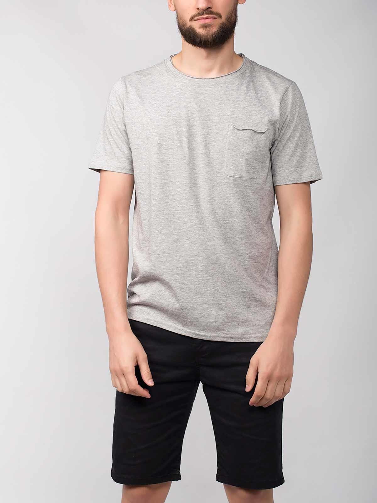 T-shirt manga curta com bolso