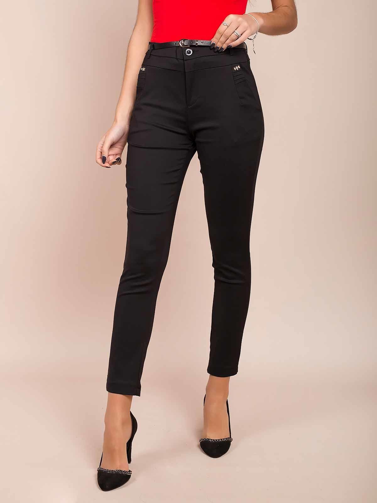 Pantalones ajustados con cinturón