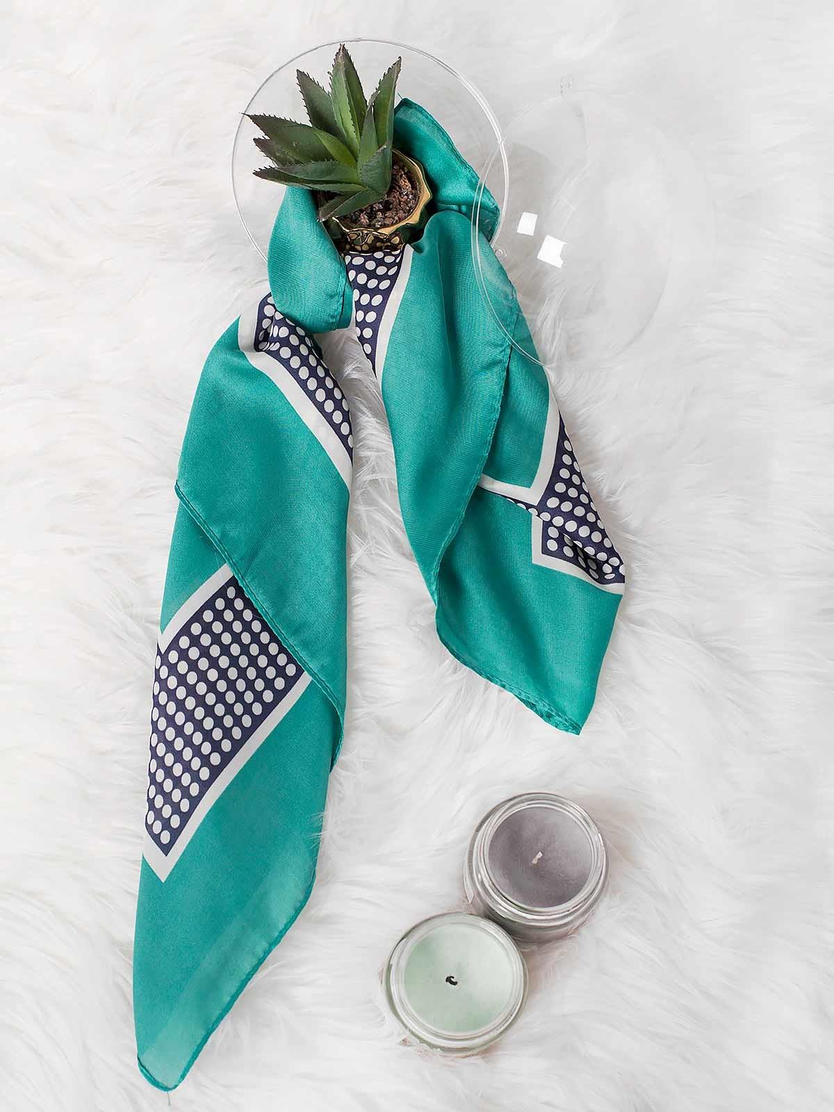 Bufanda pequeña estampada con bolas
