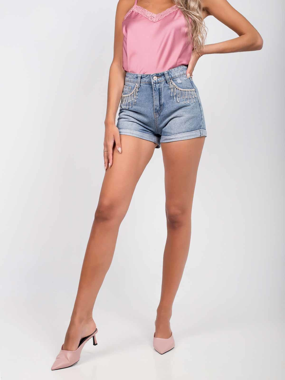 Pantalones cortos de mezclilla con pendientes