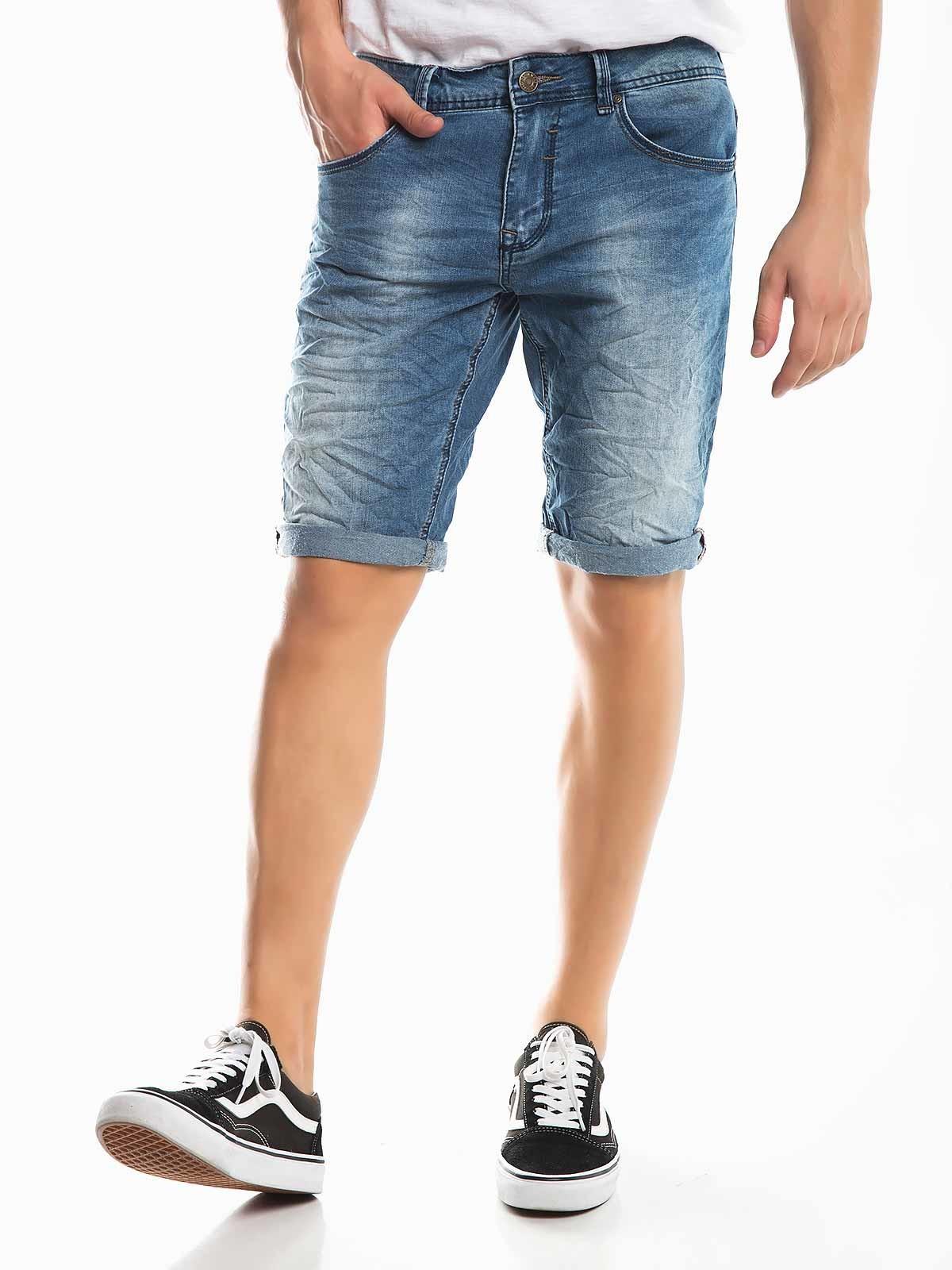 Shorts de mezclilla enrollados