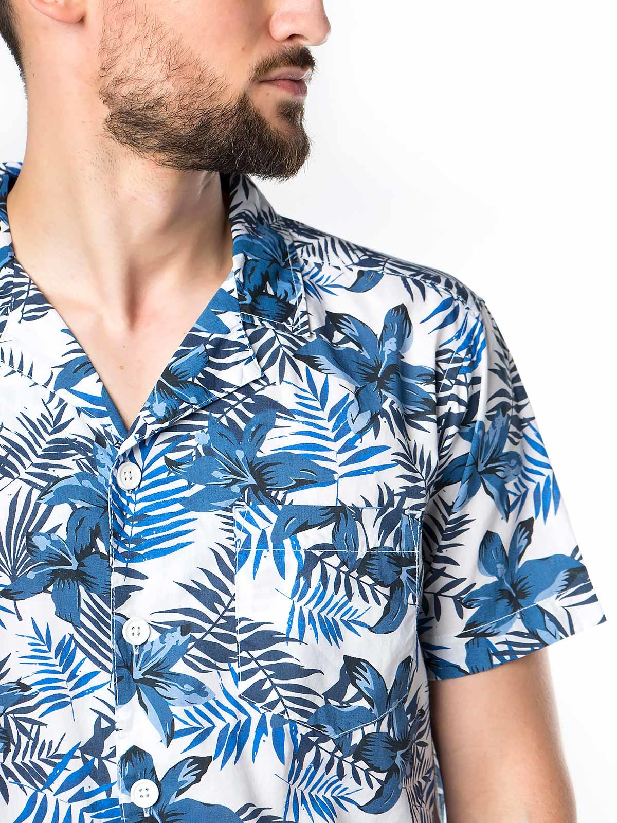 Camisa manga curta floral com bolso