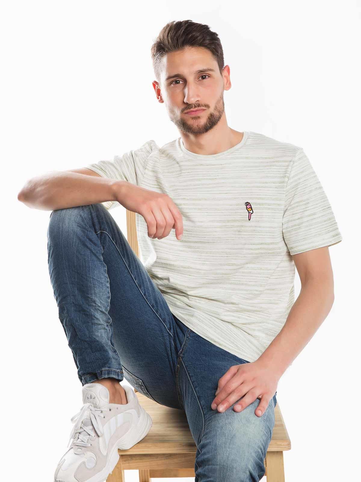 T-shirt mesclada com bordado
